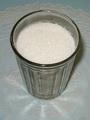 Граненый стакан сахара, наполненный ровно до каемочки (200 мл) весит 160 грамм